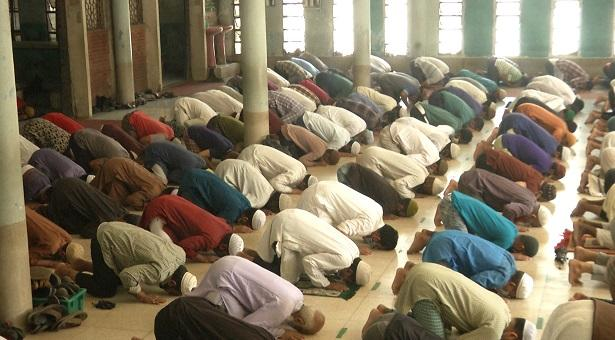 'মসজিদে ২০ জন নামাজ পড়ার সিদ্ধান্ত বাস্তবসম্মত নয়'