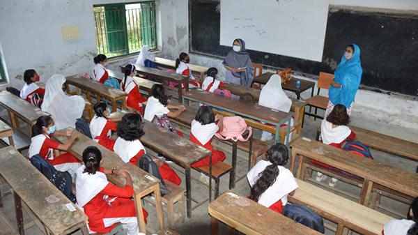 ৫৪৩ দিন পর শিক্ষার্থীদের মুখে 'উপস্থিত স্যার'